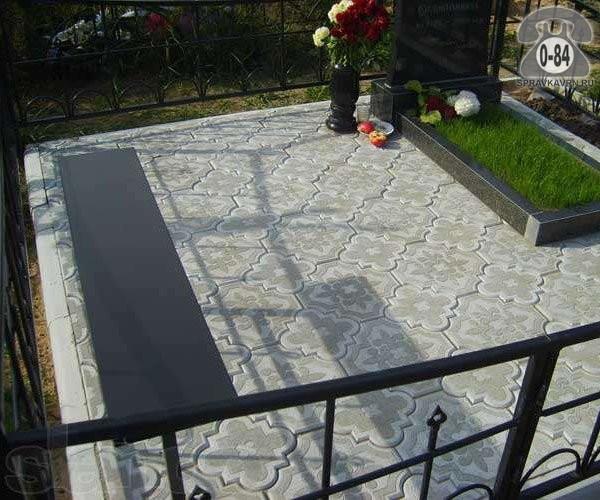 Тротуарная плитка на кладбище фото