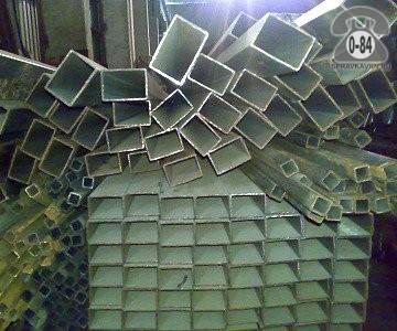 Профильные стальные трубы 50*25 2 мм 6 м резка