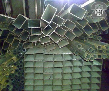Профильные стальные трубы 40*20 1.5 мм 6 м резка